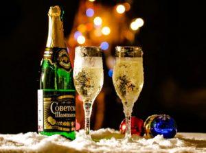Шампанское в открытой бутылке